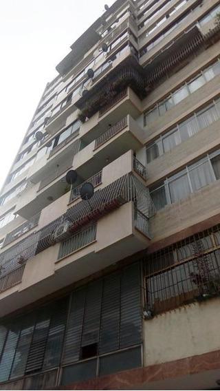 Amplio Apartamento En La Av. Victoria