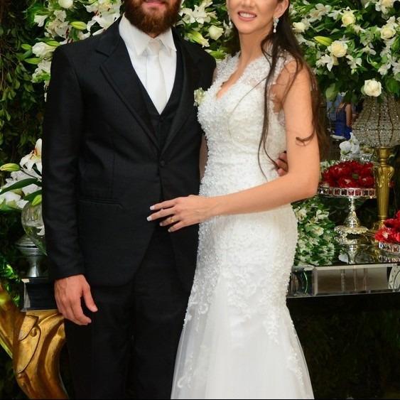 Vestido De Noiva Sereia Com Renda E Bordados Costa Nua