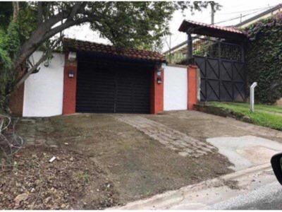 Se Alquila Habitacion Con Parqueo En Escazú