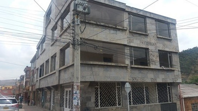 Vende Edificio Con Instalaciones Clinica-consul.