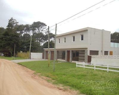 Casa En Alquiler Anual - Venta En Rincon Del Indio- Playa Brava