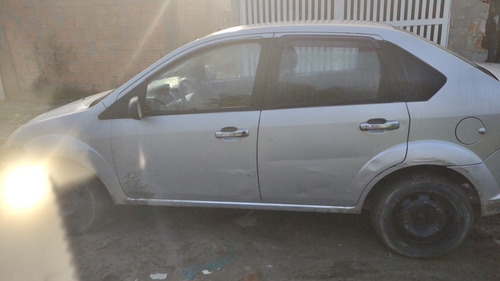 Imagem 1 de 8 de Ford Fiesta Sedan 2006 1.0 Personnalité 4p