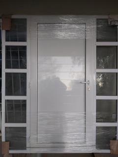 Puerta Frente, Aluminio Linea Módena. 2 Paños Fijos Blindex