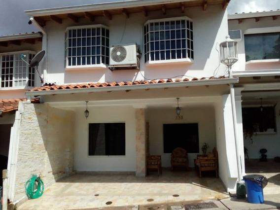 *casa En Venta En El Conj Villa Country* San Cristóbal
