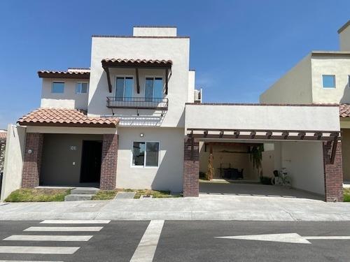 Casa, Estilo Californiano, Alberca, 3 Recámaras, Amenidades