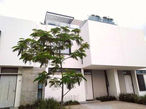 Excelente Residencia Al Sur De Guadalajara Con Roof Junto A Nueva Galicia