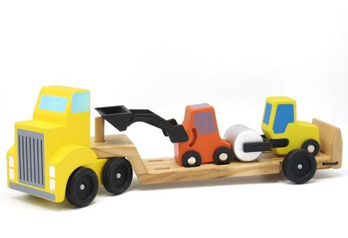 Camión De Madera Transporta Maquinas De Construcción