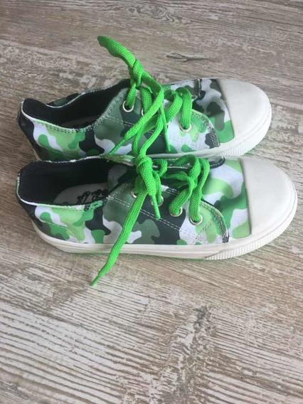 Zapatillas Con Estampa Camuflada . Grisino. T 29