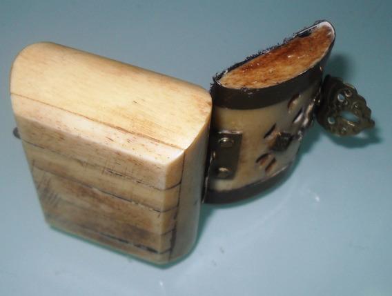 Mini Caixinha De Joias Em Osso Imitando Marfim