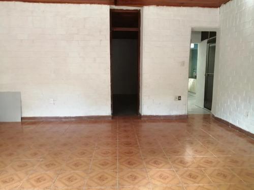 Casa 2 Dormitorios En La Comercial!