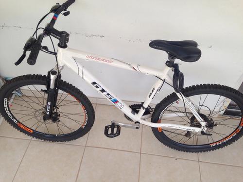 Bicicleta Gts M1 2.0 - Obstáculo