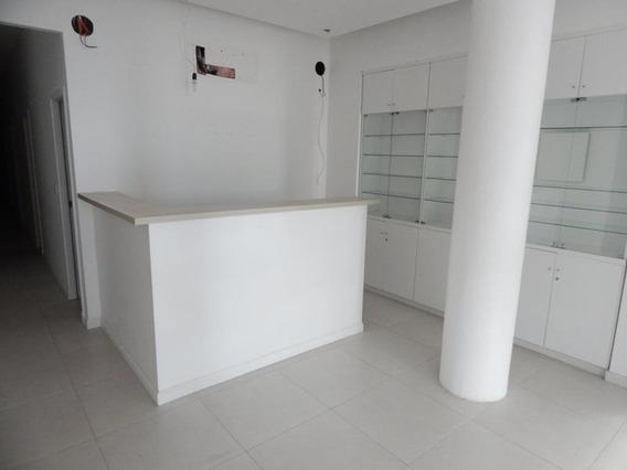 Gran Apartamento Con Excelente Ubicación En Pleno Corazón De Península A Solo Metros De La Rambla