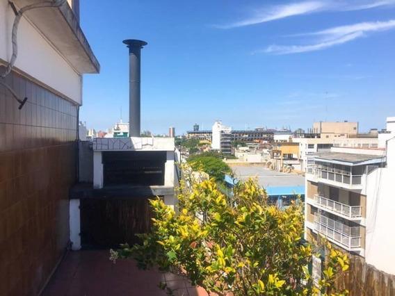 Excelente Departamento De 2 Ambientes En El Barrio De Barracas. Al Frente Con Un Amplio Balcon Y Dor