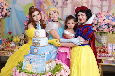 Personagem Vivo Princesas Branca De Neve Ariel Frozen E +