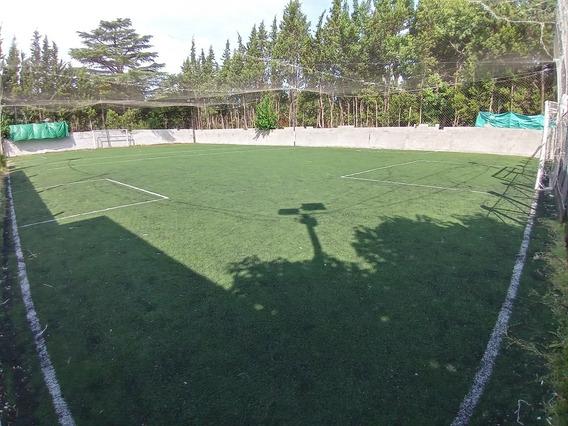 Cancha De Fútbol Con Buffet