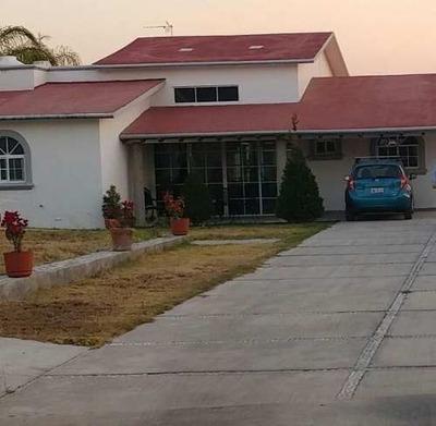 Bonita Casa De Una Planta En Zona Residencial, T. 1700 C. 600 ¡oportunidad!