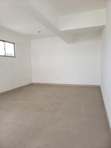 Local Para Oficina En Naco, 40 M2, Ascensor Y Planta.
