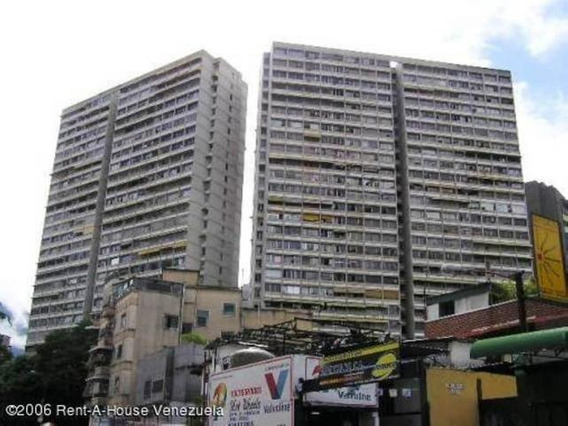 Venta De Apartamento En Bello Monte 19-6971