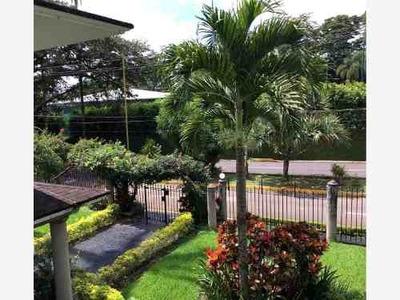 Casa Sola En Venta La Trinidad Chica