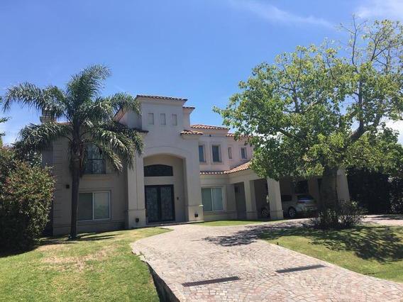 Casa En Venta Con Renta En Ayres De Pilar, 4 Suites, Piscina, Quincho.