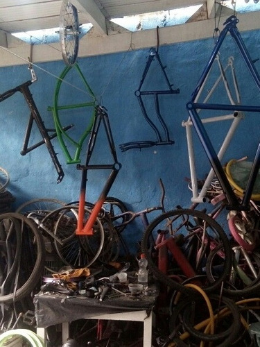 Imagem 1 de 5 de  Bicicletaria Pecas E Acessorios E Servicos Pintura.de.bike