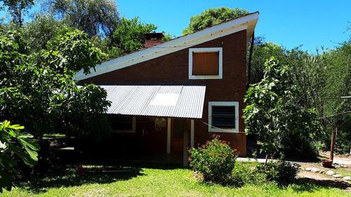 Casa Con 2 Deptos Y Terreno De 2.712 M2 Barrio La Banda