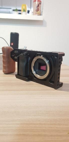 Câmera Sony Alpha A6300 - Com Cage, Baterias E Carregador.
