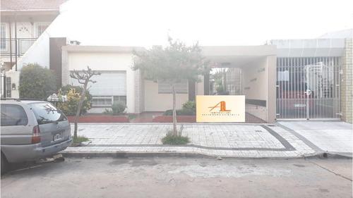 Casa En Venta De 3 Ambientes En Villa Luzuriaga