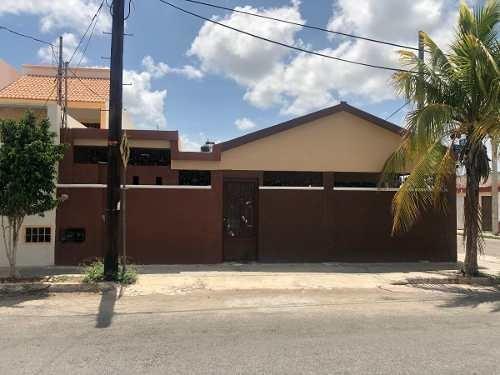 Se Vende Casa De 1 Planta En Fraccionamiento Del Parque