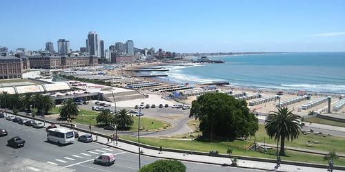 Imagen 1 de 30 de 4 Ambientes En Primera Linea De Mar Con Vista Plena, Balcon Corrido, Dependencia De Servicio Y 2 Cocheras Fijas. Totalmente Reciclado.