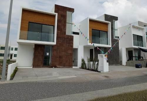 El Refugio, 3 Recámaras, Estudio, 2.5 Baños, 2 Autos, Roof..