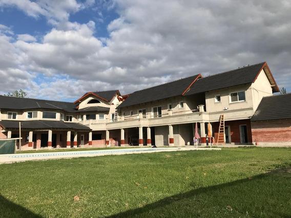 Casa De 6 Habitaciones 8 Baños
