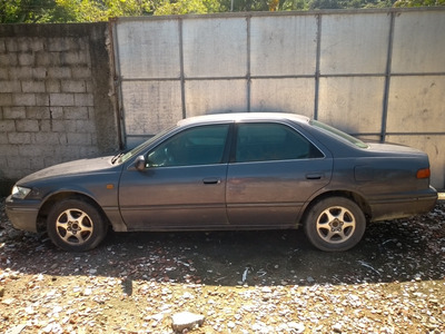 Toyota Camry 2.2 Le 4p 1998