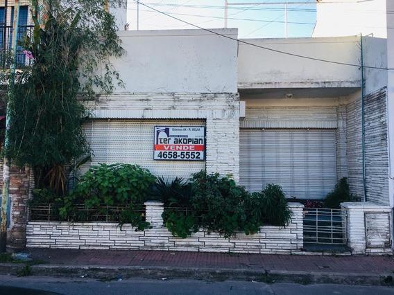 Casa En Venta En Villa Sarmiento - Excelente Ubicación