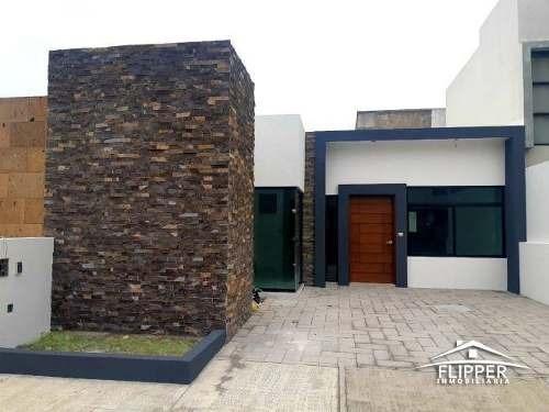 Casa En Venta En Lomas De La Rioja