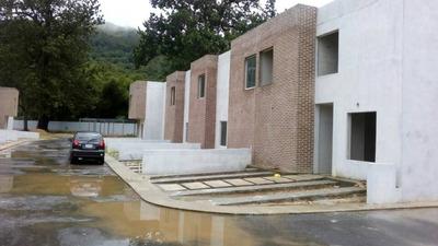 Lujoso Town House En La Cumaca