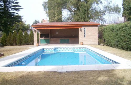 V17. Icho Cruz. Gran Casa Sobre Av. Concordia, Con Amplio Parque Y Pileta.
