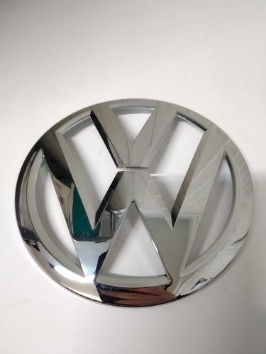 Imagen 1 de 2 de Escudo Delantero Virtus Polo 18 En Adel Original Volkswagen