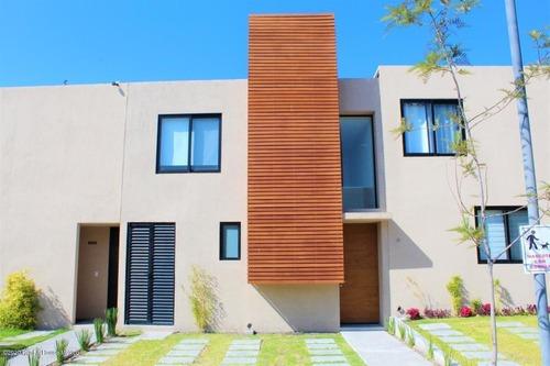 Casa En Venta En Altos De Juriquilla, Queretaro, Rah-mx-20-2440
