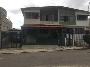 Casa En Venta, Trigal Norte, Valencia, Carabobo, 18-72018