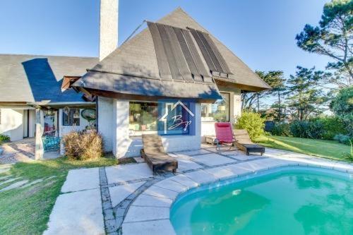 Casa En Alquiler, Pinares, Punta Del Este- Ref: 936