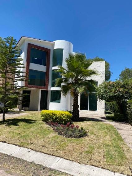 Hermosa Casa Residencial En Balvanera Polo & Country