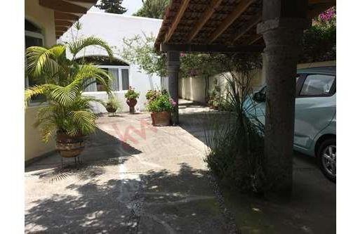 Tranquilo Hogar De Una Planta Tipo Duplex Con Terraza, Cerca De Zonas Comerciales Ideal Para Adultos Mayores