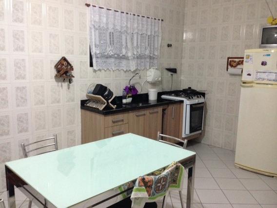 Casa Térrea, A Uma Quadra Da Av. Antônio Emerick