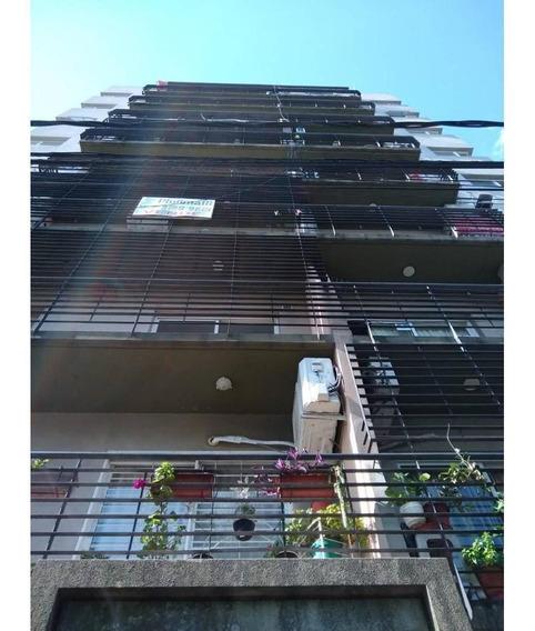 Departamento Tres Ambientes Semipiso Con Amplio Balcon