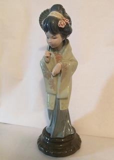 Figura En Porcelana De Lladró Geisha Con Sombrilla 100 Vds