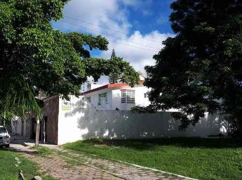 Bonita Casa En Sm 15 A Unos Metros De Puerto Cancún