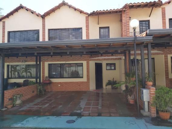 Town House En Venta La Cumaca Excelente Oportunidad Mg