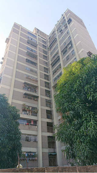 Apartamento 3 Habitaciones En Ruiz Pineda / Ud7 De Caricuao