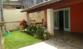 Casa A Venda No Bairro Centro Em Cachoeira Paulista - Sp. - Cs220-1